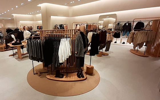 Zara - Kent Bluewater, UK